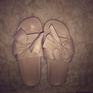 Leather bow slides